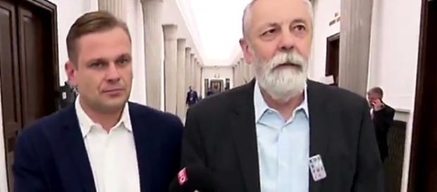 Grupiński zaatakował fizycznie reportera TVP Info (fot. tysol.pl)