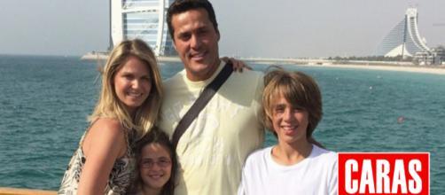 O casal mora em Portugal com os dois filhos