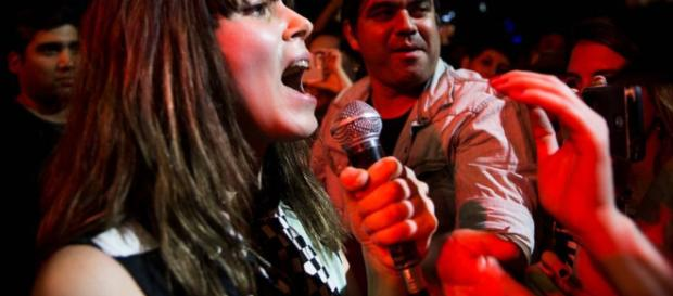 Delila Paz junto a sus fans. Foto de https://www.cecimartin.com/