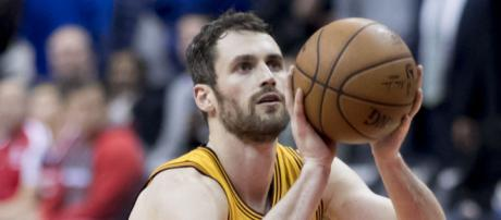 Cavs give huge Kevin Love injury update [Image by Keith Allison / Flickr]