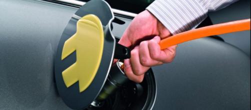 Auto elettriche: la situazione in Italia ed i principali ostacoli in breve