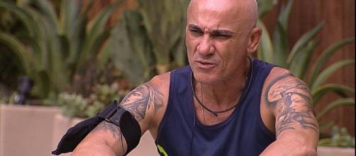 BBB18': Ayrton é enganado pela filha
