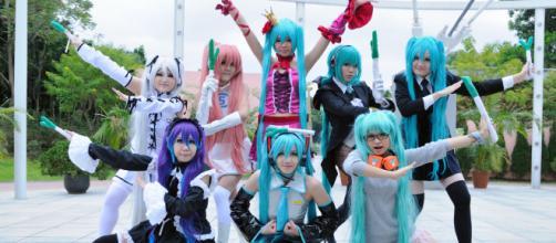 Grupo disfrazado de Hatsune Miku y el resto de los Vocaloid