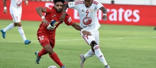 Jogador em atuação pelo Al Sharjah (Foto: Globo Esporte)