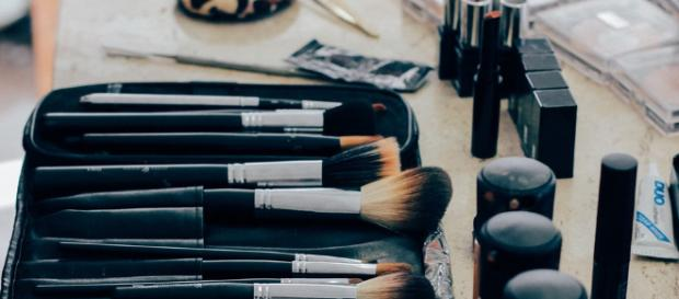 Get the right beauty products [Image via Pixabay/Free Photos]