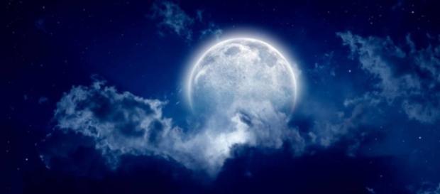 Super lună albastră sângerie, vizibilă și în România...