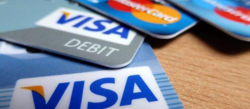 Carte di credito o debito, addio costi exstra