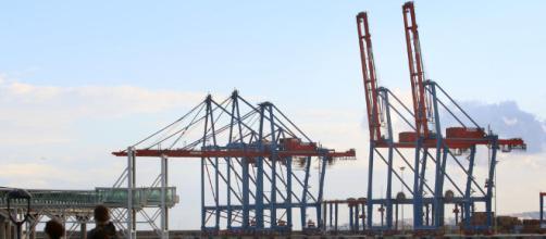 Dos grúas del puerto de Málaga serán llevadas a Valencia - La ... - laopiniondemalaga.es