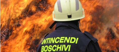 Incendio boschivo sopra Aurigo e di un capanno a Diano Borello ... - la-riviera.it
