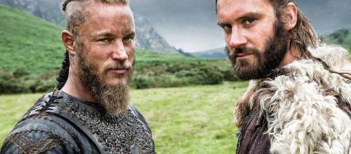 Ragnar e Rollo na série ''Vikings''