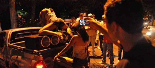 Cantor gospel se divertia no 'Baile da Gaiola', no Rio