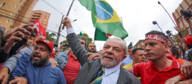 Defesa tenta nova estratégia para que Lula seja ouvido em tribunal