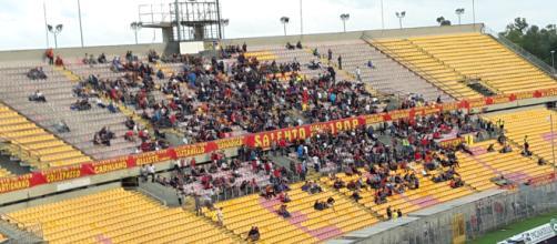 """La Tribuna Est dello stadio """"Via del mare""""."""