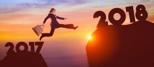 Make 2018 the year to rise the ladder of success- mohamed_hassan - pixabay.com