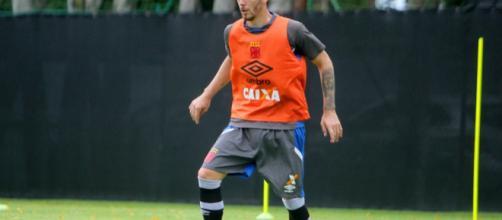 Nova contratação do Vasco já faz atividades com bola