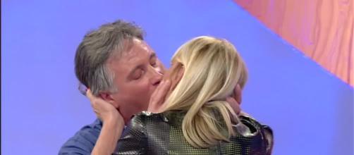Uomini e Donne trono over: nuovo bacio tra Gemma e Giorgio.