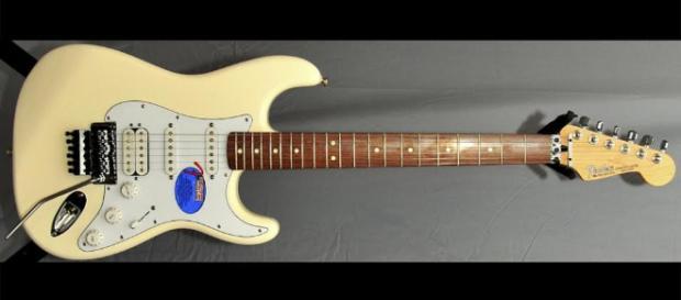 fender-standard-hss-stratocaster-floyd-rose-white - romanguitars.com