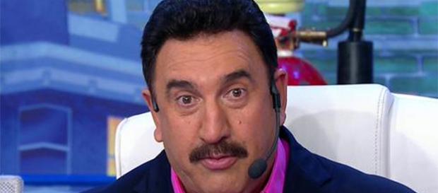 Ratinho estranha quantidade de personagens gays na Globo