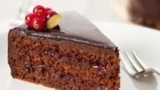 Torta al cioccolato e marmellata di pesche: la versione facile della sachertorte