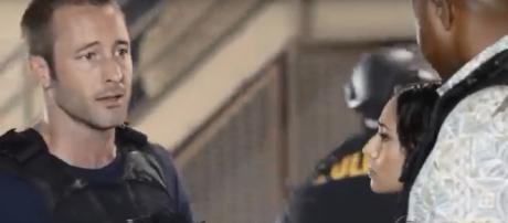 "Even Commander McGarrett (Alex O'Loughlin) has no clue of the killers in ""Hawaii Five-O"" Season 8. - [YouTube cap televisionpromos]"