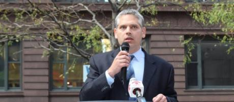 Illinois aspiring AG candidate Aaron Goldstein during one of his campaigns. [image via Facebook/Aaron Goldstein for AG]