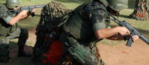 Exército brasileiro fica de prontidão, mas após rejeição do uso militar por ministro da Defesa