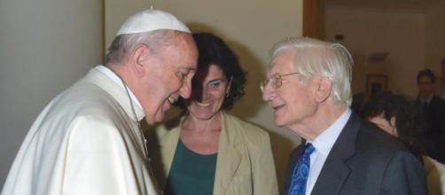 Un incontro fra Papa Francesco e Raniero La Valle del 2015 (Foto Facebook Raniero La Valle)