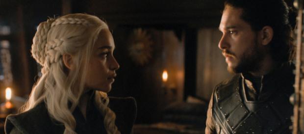 Daenerys (Emilia Clarke) e Jon Snow (Kit Harington) em cena de Game of Thrones.