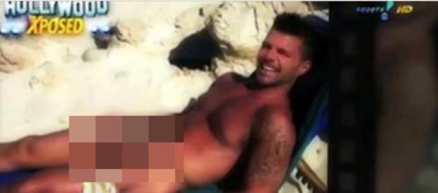 Ricky Martin é flagrado peladão e 'tamanho' impressiona
