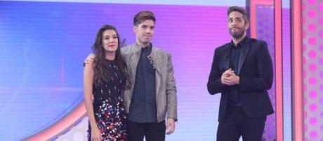 Ana Guerra y Roi junto a Roberto Leal en la gala 10 de OT 2017