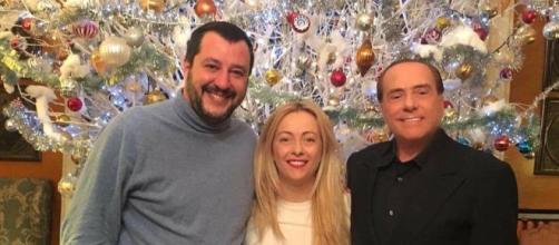 La foto che testimonia l'incontro avvenuto ad Arcore tra Silvio Berlusconi, Giorgia Meloni e Matteo Salvini