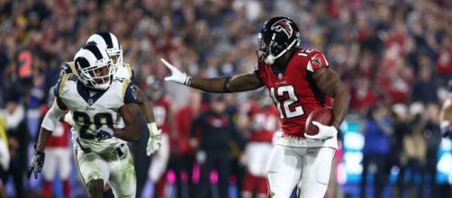 Los Falcons tuvieron un ataque pragmático para derrotar a los Rams. Turf Show Times.com.