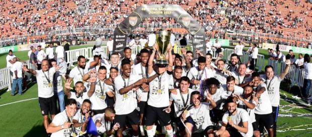 Corinthians encaminha a sua classificação para a próxima fase da competição como um dos favoritos à taça.