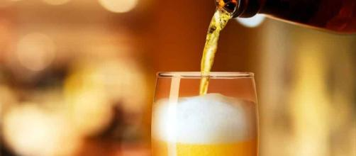 Dicas para gelar sua cerveja de forma mais rápida e eficiente no calor do verão.