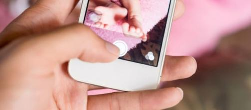Stop foto minori sui social network. Una mamma obbligata alla rimozione