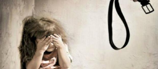 A violência infantil foi denunciada via Facebook, através de vídeo. (Imagem apenas ilustrativa/Web)
