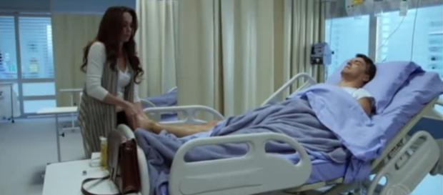 Sabrina visita Felipe no hospital