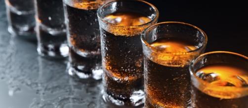 Alcol e cancro: adesso è certo, può causare fino a 7 tipi di ... - improntaunika.it
