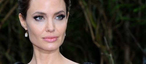 Angelina Jolie: asportate anche le ovaie per paura del cancro - panorama.it