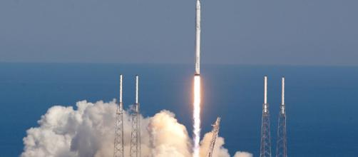 De vents violents clouent la fusée Falcon 9, de SpaceX, au sol ... - sputniknews.com