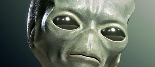 Diventa virale la clip di un alieno che entra in un UFO.