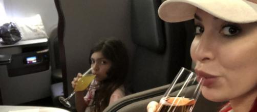 Farrah Abraham and Sophia enjoy drinks. [Photo via Twitter]