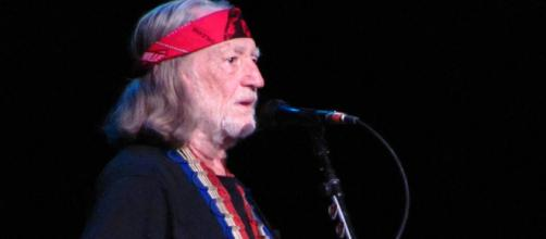 Willie Nelson ends show after one song due to breathing issues. [Image Credit: Wikimedia Commons]