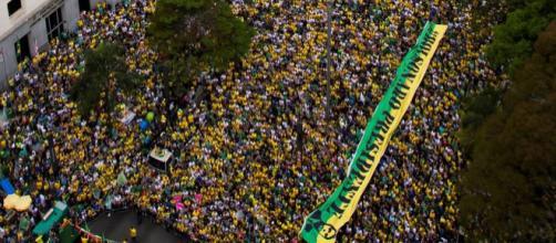 Atos a favor do candidato tomaram várias cidades do Brasil.