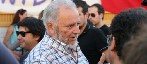 Julio Anguita es insultado por Alfonso Ussía