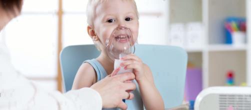 L'aerosol viene utilizzato dai bambini durante il raffreddore.