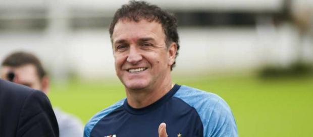 Técnico Cuca, do Santos, em atividade.
