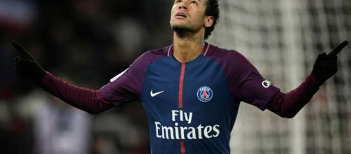 Neymar é constantemente alvo da mídia, seja com suas atuações em campo ou controvérsias fora dele.