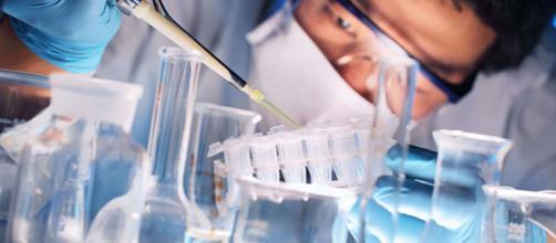O cientista é um profissional que executa uma atividade sistemática para atingir o conhecimento sobre algo.