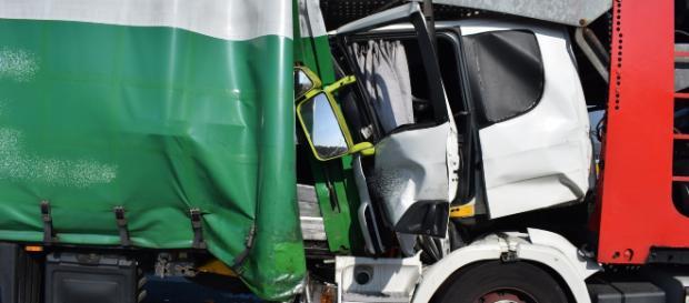 Der Lastwagenfahrer wurde zum Glück nur leicht verletzt. Foto: rn-aktuell.de